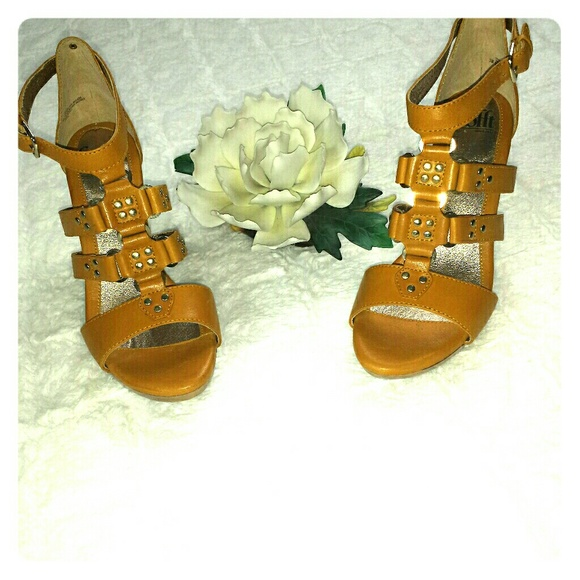 Sofft Shoes - Sofft Mustard Yellow Sandals